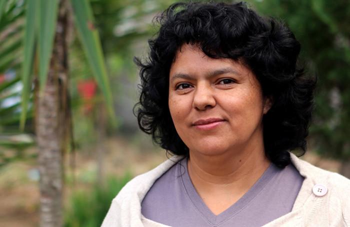 «Горная женщина: на войне»: под булыжниками мостовой пусто