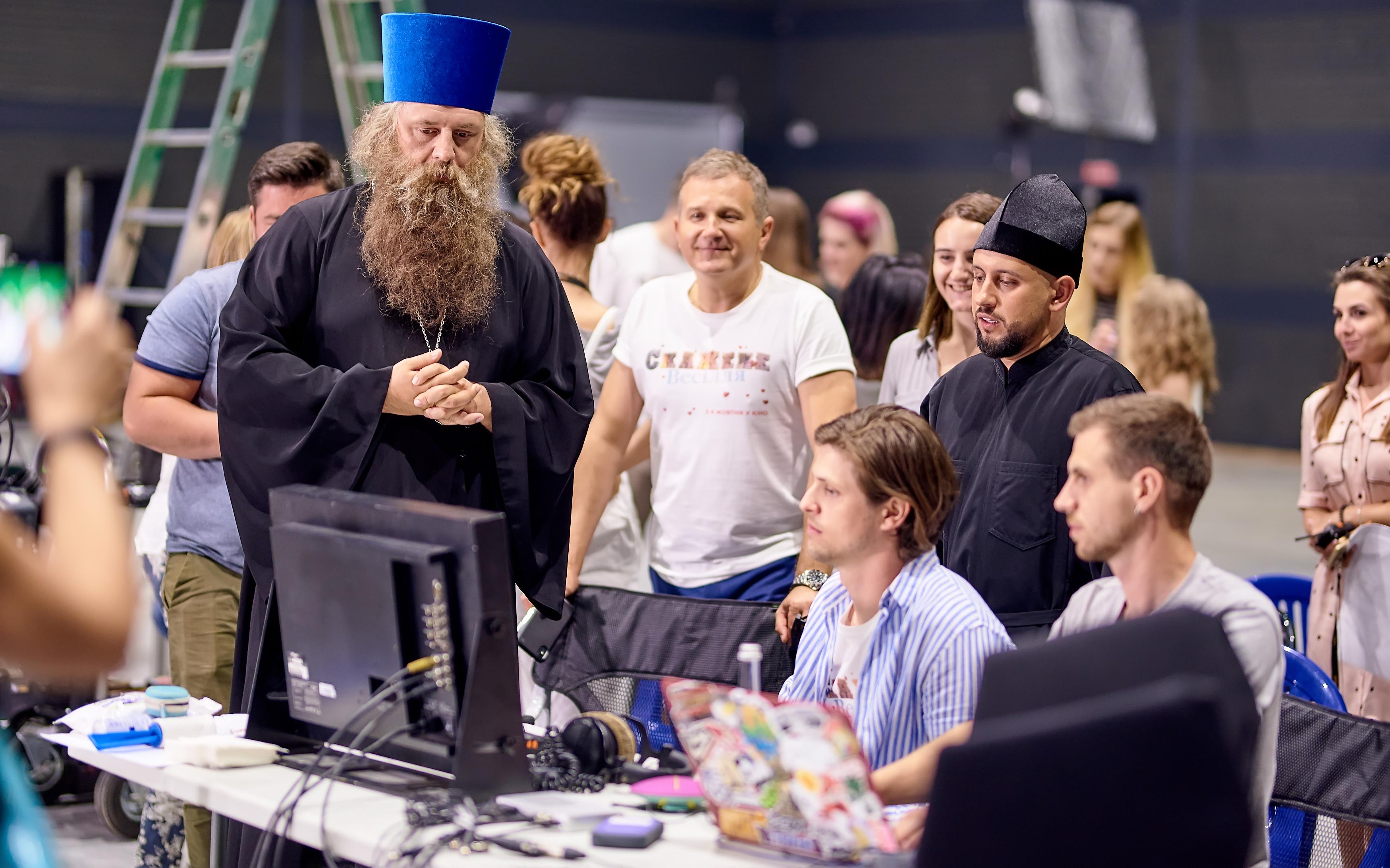 Потап в роли священника, MONATIK в роли дьяка. Кем будет Олег Винник?