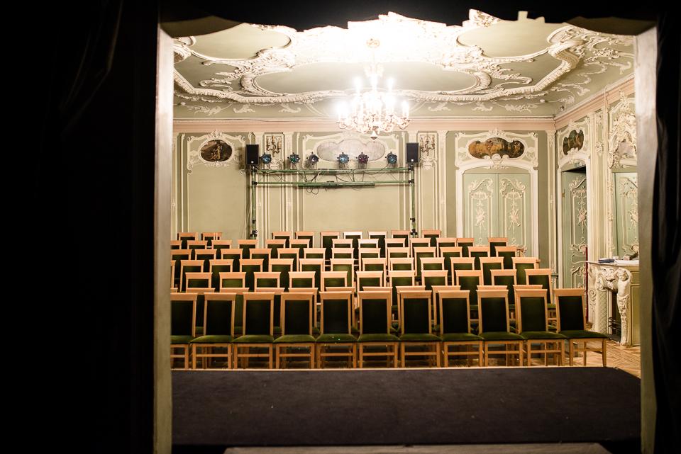 Маленькі театри великого міста: худрук «Сузір'я» – про те, як зробити будівлю Театру на Подолі природньою частиною Андріївського узвозу