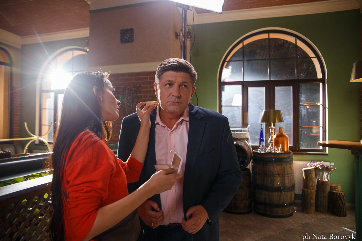 Кто кому мать? «Дуся» побывала на съемках нового сериала «1+1»