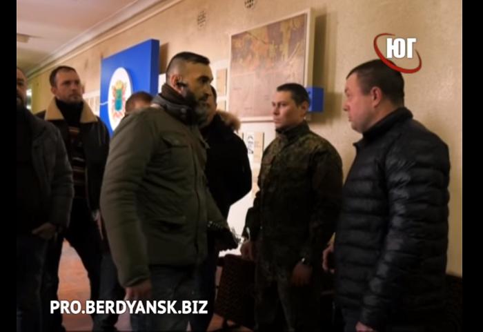 Переломы носа и сотрясения мозга: в марте украинских журналистов атаковали 10 раз