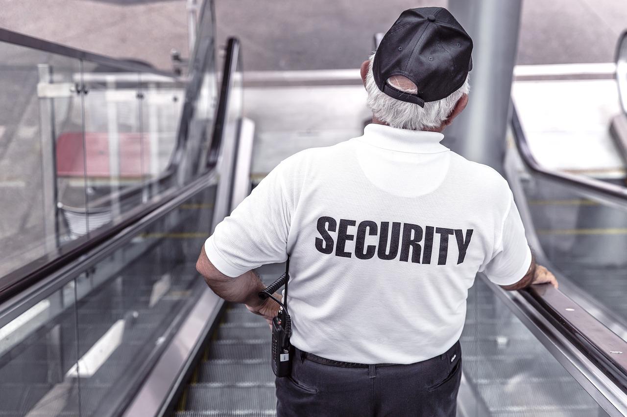 Стеж за собою, будь обережним: поради з безпеки для журналістів